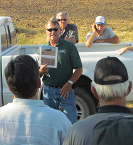 Barry Kusel talks about cover crops with attendees at an ILF field day near Webster City.